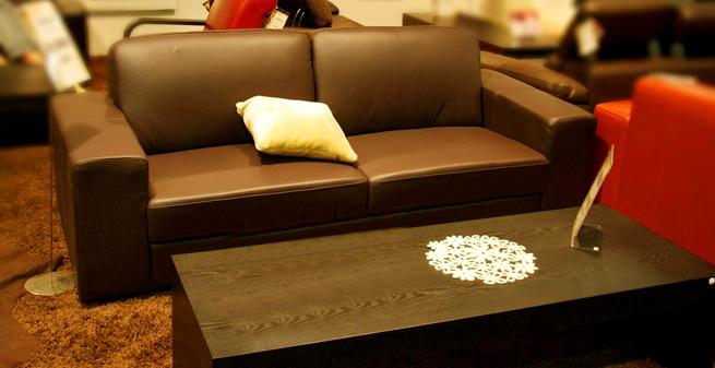 ソファーとリビングテーブル