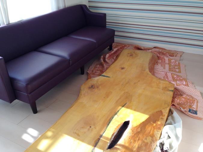 ダイニング用ソファとテーブル
