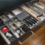 システムキッチンどんな風に収納してる?引き出し&扉の収納術