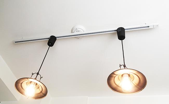 取付簡易型スライドコンセント+ペンダントライト2灯点灯時