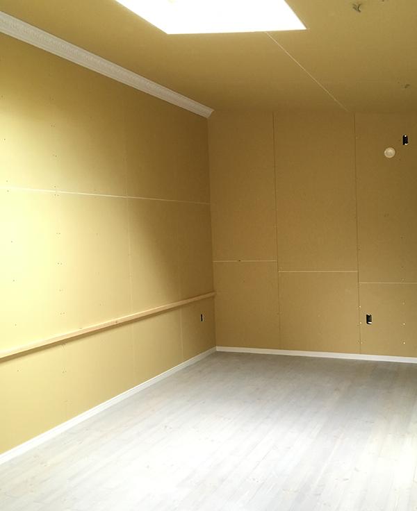 壁紙施工前の反対側の壁面