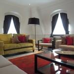 インテリアラグの色選びの参考に。ソファなどの家具と合わせたおしゃれなコーディネート事例