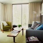 窓際のソファレイアウト【一度は試してみるべき】景色や光を活用したインテリア実例