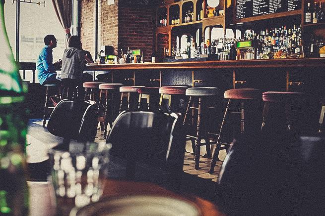 カフェのバーカウンターテーブル
