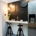 黒い壁の部屋を3倍上質&リッチに見せる5つの技と厳選30例