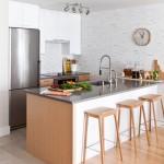 参考になるキッチンをタイル床にした31のおしゃれなインテリア例
